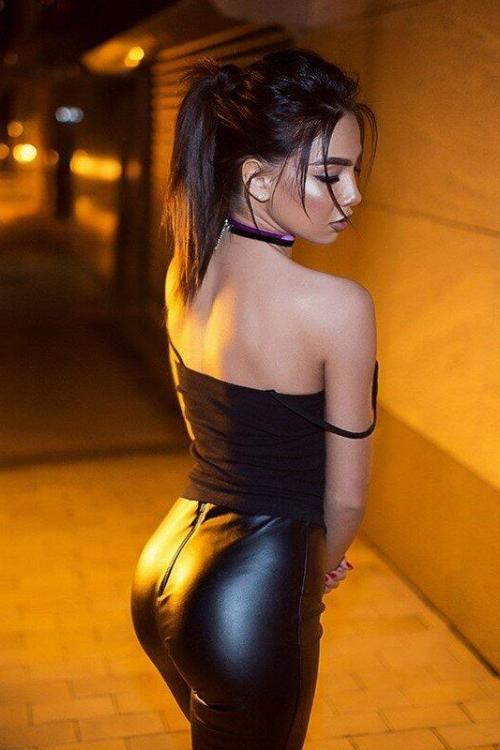 Проститутка и Индивидуалка у метро Маяковская СПб оказывает услуги секс Анальный