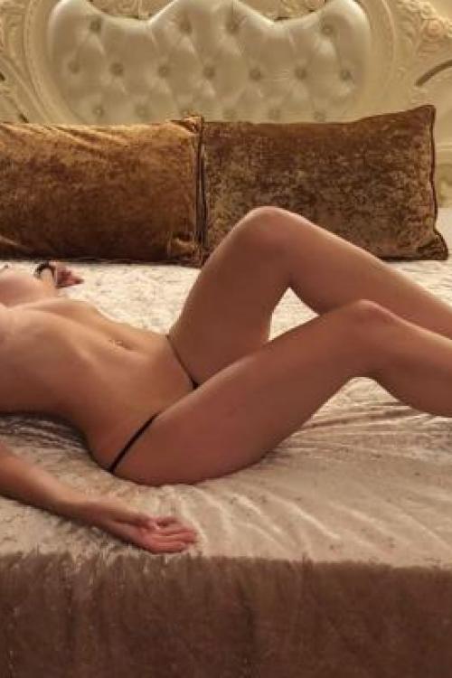 Проститутка и Индивидуалка у метро Ленинский проспект СПб оказывает услуги секс Групповой