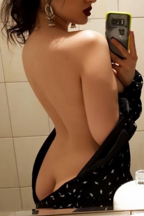 Проститутка и Индивидуалка у метро Ленинский проспект в Питере оказывает услуги секс Групповой