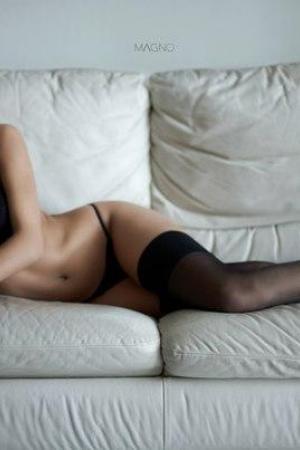Проститутка  и Индивидуалка у метро Василеостровская СПб оказывает услуги секс Классика